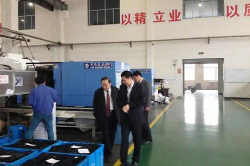 中国轻工业联合会副会长、中国塑料加工工业协会会长钱桂敬,莅临我公司视察工作